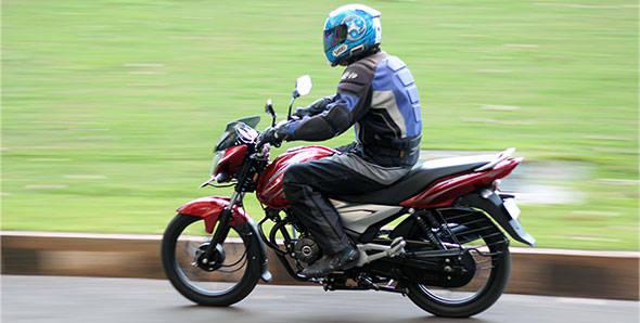 Bajaj-Discvover-100T-ride-14-(3)-590px.jpg