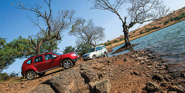 Comparo - 2012 Renault Duster vs Tata Safari Storme