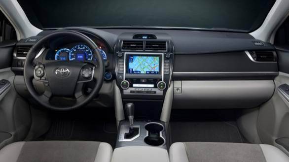 Toyota Camry Hybrid dash