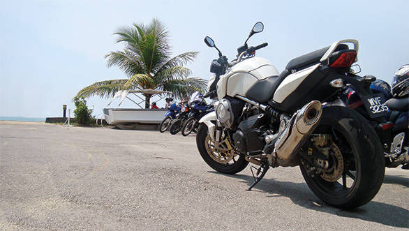 At 185kg, the Mana 850 is pretty heavy. That's 18 kilos more than the Ducati Monster 796