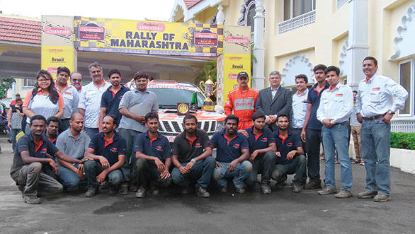 The Mahindra Adventure team with the Red Rooster Performance crew after their INRC Nashik win