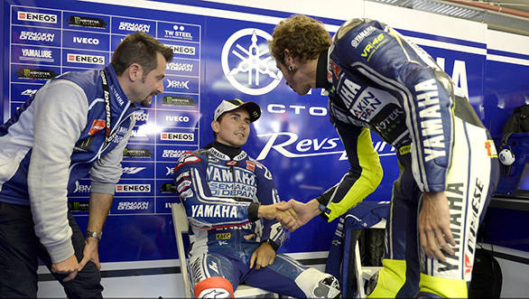 Rossi congratulates Lorenzo on what was a heroic ride