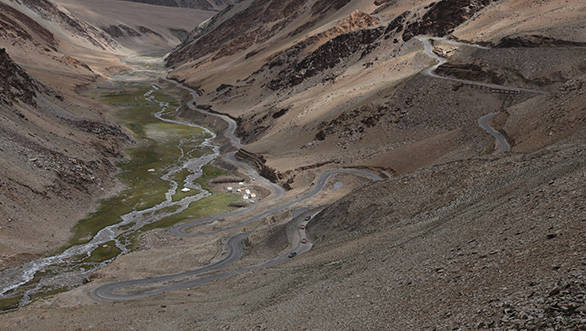 We cross the famous Gata Loops, an endless series of hairpins that mark the end of the Sarchu experience and cross first the Nakeela