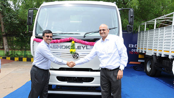 Vinod K. Dasari, MD, Ashok Leyland and Mr. R. Dinesh, Joint Managing Director, TVS and Sons launching Ashok Leyland BOSS in Madurai