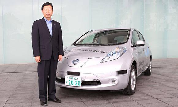 Mitsuhiko Yamashita with the semi-autonomous Nissan Leaf
