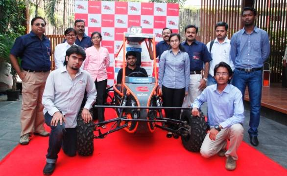 Participants with organising committee of Mahindra presents BAJASAE India 2014
