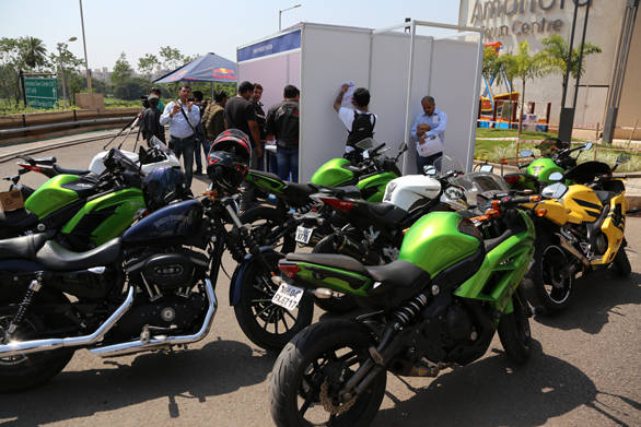 By 11 am, the registration counter was already swamped by bikers politely asking for entry forms. All those riding bikes above 600cc were allowed to participate. The ISF T-shirt and Red Bull safety kit turned out to be quite a hit with the riders.