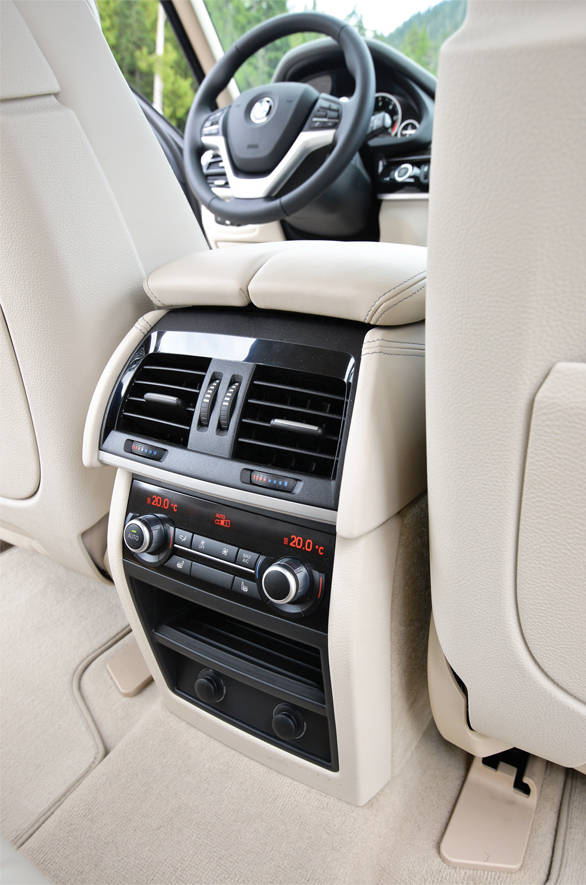 The side air vent adds to the sporty look while the rear end has evolved well. The rear passengers get individual climate control.