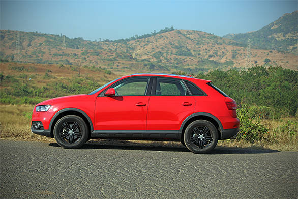 The Q3 S in this paint job and wheels combination looks spectacular