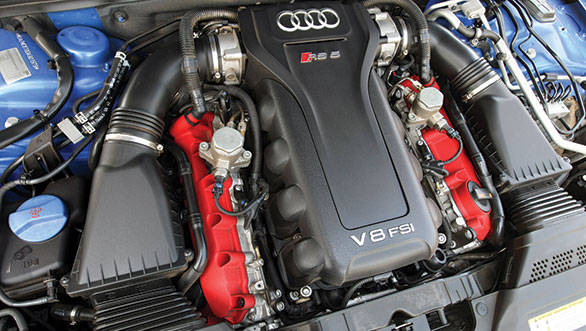 The naturally aspirated 450PS V8 Audi engine