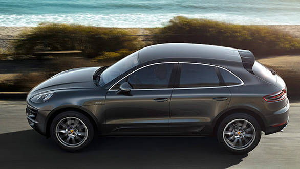 The side view with its sporting, sloping roof line creates a sharp silhouette and emphasises the dynamic nature of the Macan