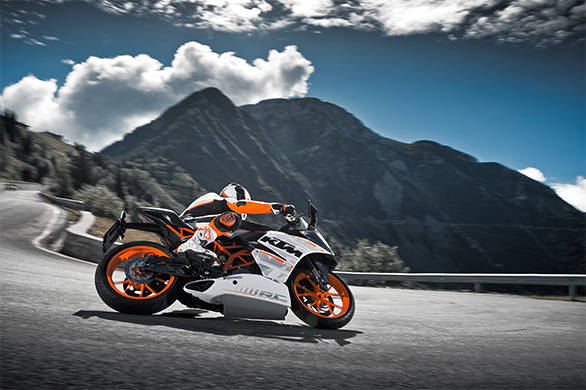 The RC390 could have an even sharper steering than the already scalpel sharp Duke