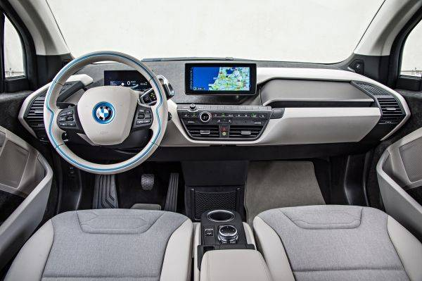 If you are driving a BMW, you expect a spot-on driving position and ergonomics that are centred around the driver