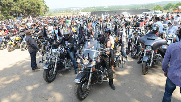 All-set-to-roar-H.O.G.-members-at-the-flag-off-of-2nd-India-H.O.G