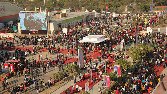 Crowds-at-Auto-Expo
