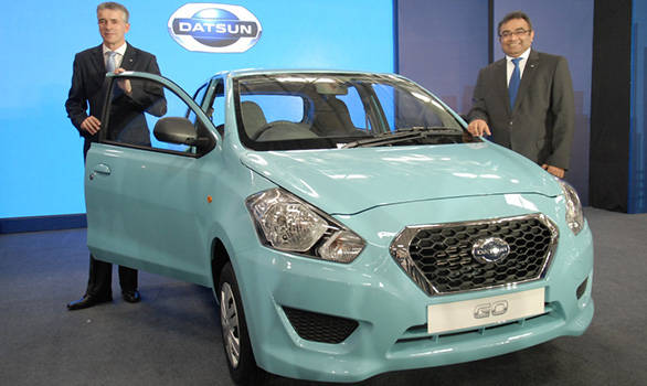 Datsun-Go-Start-of-Production---Vincent-Cobee,-Corporate-Vice-President,-Datsun-Business-Unit-with-Ashwani-Gupta,-Programme-Director---Datsun-Business-Unit