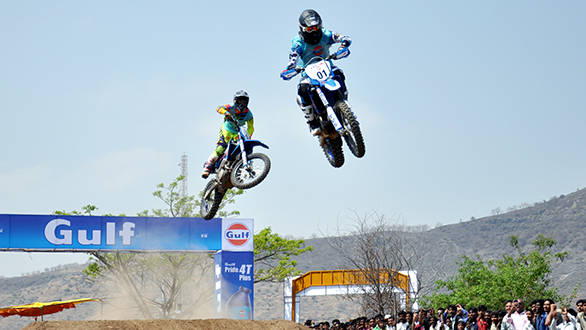 Harith leads but Aravind has the victory in sight