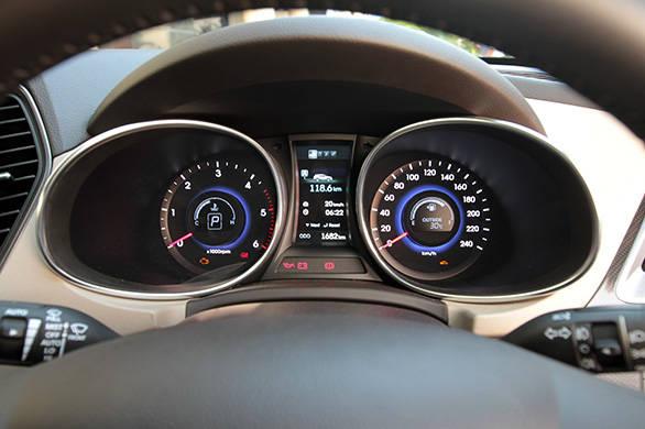 Hyundai-Santa-Fe-(9)