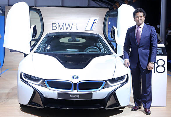Sachin-Tendulkar-with-the-BMW-i8-at-Auto-Expo-2014