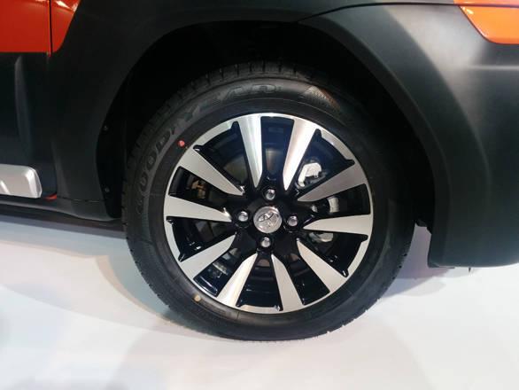 Toyota Etios Cross (4)