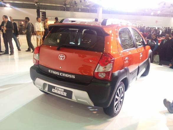 Toyota Etios Cross (5)