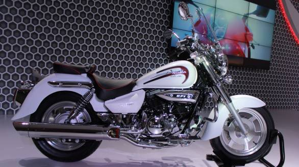 2014 Auto Expo: DSK Hyosung launches the Aquila 250 in India, GD250N and RT125 showcased