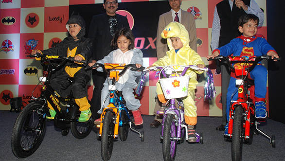 Shiv-Inder-Singh,MD-Firefox-Bikes,-and-Nagarajan-representing-Warner-Bros.-Bikes--uneviling-Warner-Bros