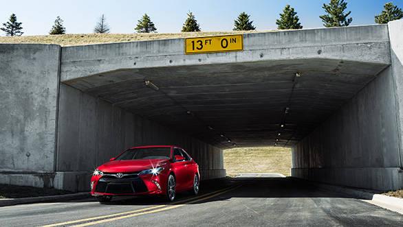 2015 Toyota Camry (3)