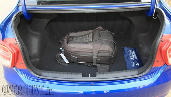 Hyundai Xcent petrol (3)