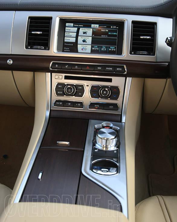 Jaguar XF 2.0 (3)