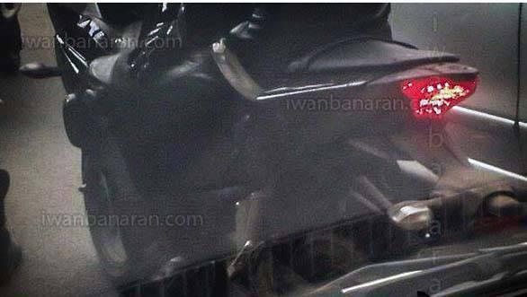 Yamaha-R25-rear-quarter