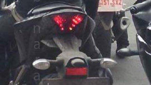 Yamaha-R25-rear