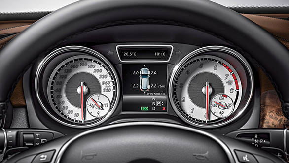 Two pod instrument cluster provides plenty of information