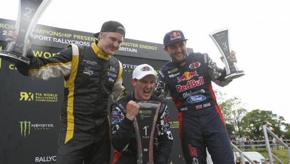 Andreas Bakkerud (Centre) posing with the trophy flanked by Robin Larsson (left) and Andrew Jordan (right)