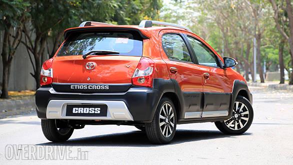 Toyota Etios Cross (12)