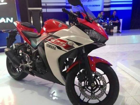 Yamaha YZF-R25 10