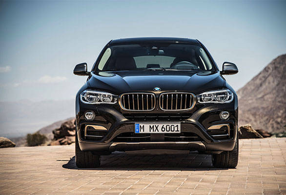 The face features new bumpers and LED headlamps similar to the  new BMW X5