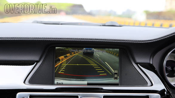 The COMAND display now features a reverse camera display with grid lines and a zoom function