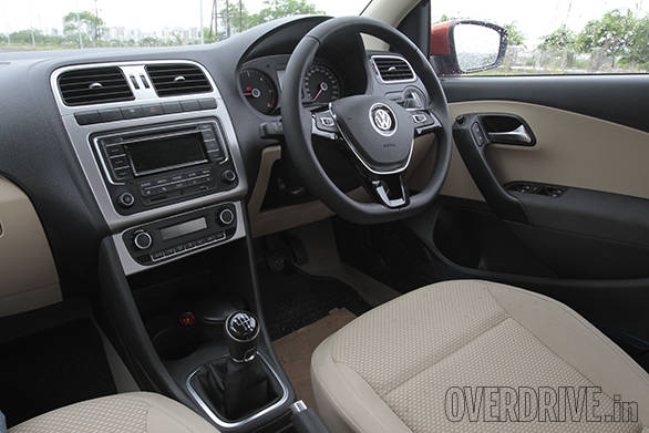 2015 Volkswagen Polo (10)