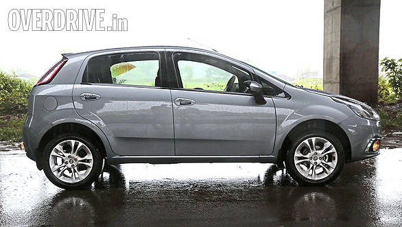 Punto 90 gets a different style alloy, the regular Punto Emotion however gets smarter 15-inch Abarth style rims