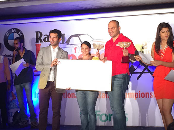Savera D'Souza and Satish Gopalakrishnan collecting the winners trophy