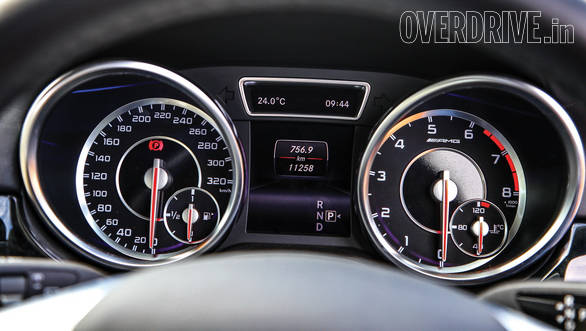 The ML's dials while easy to read dont display as much information as the Porsche's