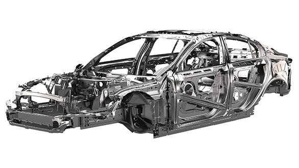 Jaguar XE Ingenium (1)