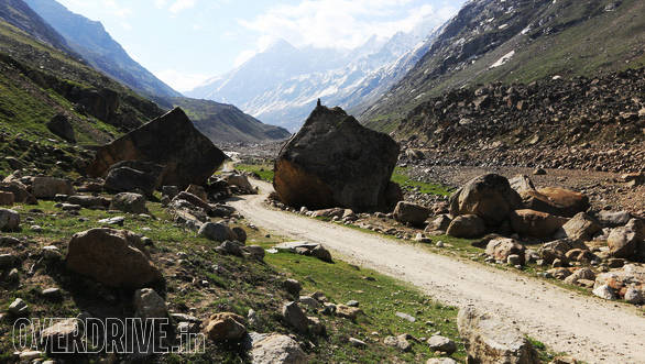 Two massive rocks lie on the side of the broken road towards Chota Dhara from Chattru