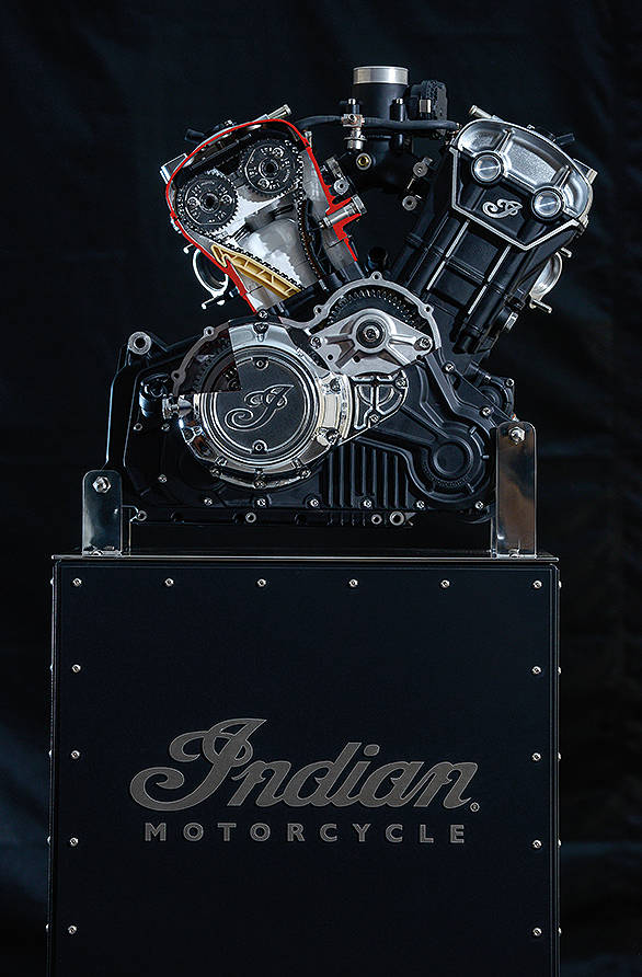 The new engine is a liquid-cooled, 8 valve, DOHC V-twin that claims to make 100PS at 8,100rpm and 98Nm at 5,900rpm. Note that the peak power is at 8,100rpm, which means this isn't a traditional low-revving cruiser engine in nature