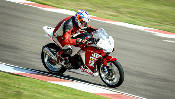 Motorcycle_Racing_Championship_Day_2_Sarath_Kumar (1)