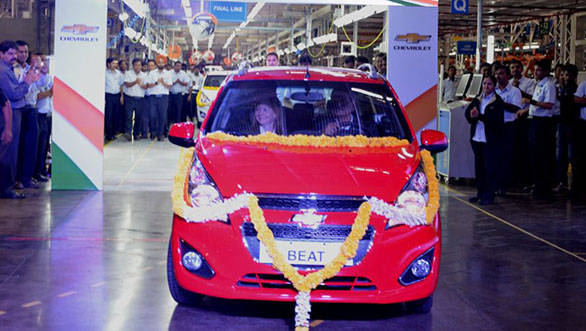 GM_CEO_Mary_Barra_and_GM_India_President_&_Managing_Director_Arvind_Saxena_roll_out_the_first_Chevrolet_Beat_for_export_from_the_GM_Talegaon_manufacturing_facility_in_Maharashtra.