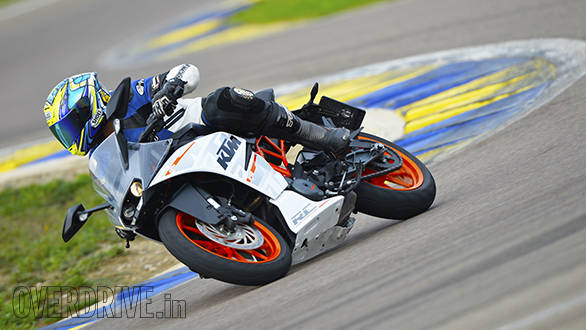 KTM RC 390 racetrack