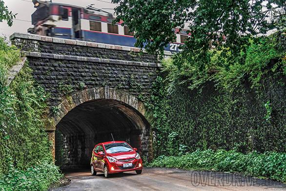 The Hyundai Eon ducks under the tunnel on the way