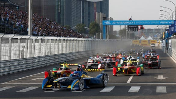 Nico Prost leads the pack at the start of the race